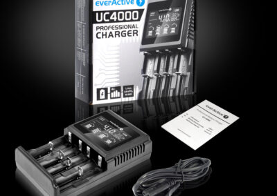 Ładowarka uniwersalna do akumulatorów Li-ion i Ni-MH everActive UC-4000